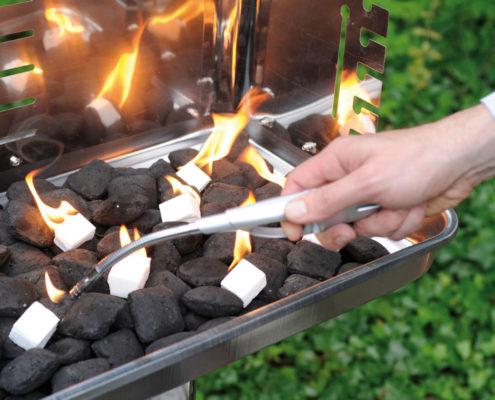 Anzünder Würfel brennend