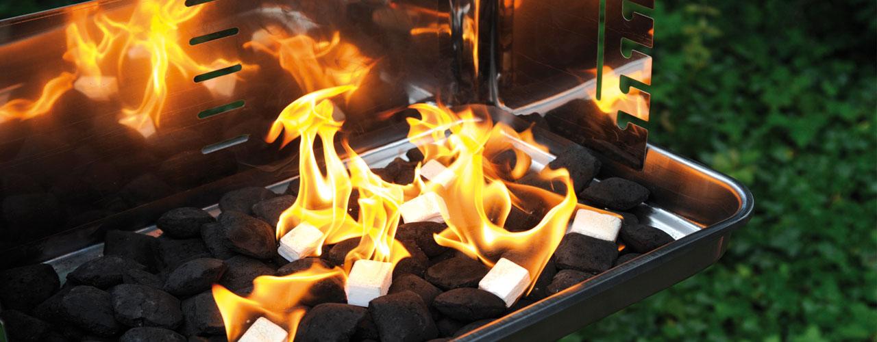 Anzündmittel Slider mit brennenden Anzündwürfeln