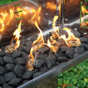 Brennende Anzündwolle
